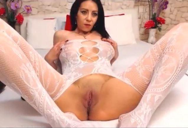 Actriz Porno madura se excita en directo