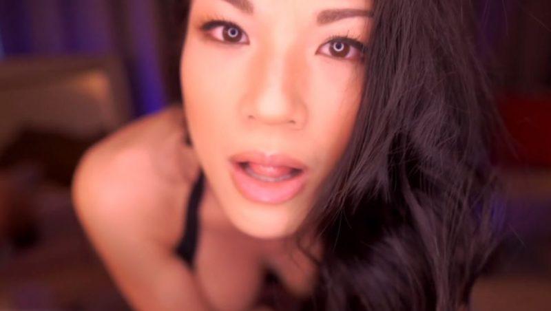 Asiática muy guapa orgásmica y excitante gime y folla por webcam online