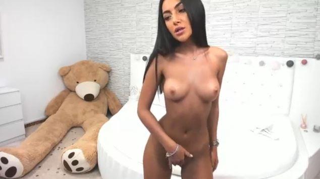 Chat Porno con puta desnuda bailando por webcam